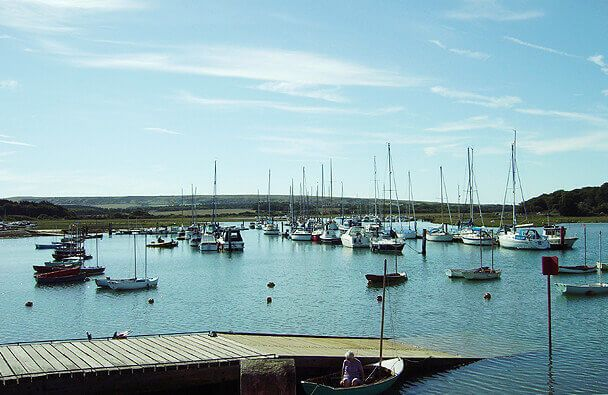 boats-bobbing-on-water-isle-of-wight