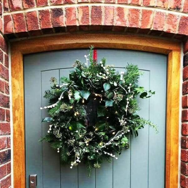 christmas-wreath-making-workshop-at-wootton-bridge isle of wight