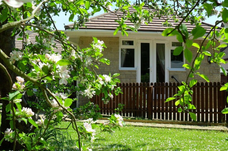 SPOTLIGHT ON LITTLE SEDGE, self-catering, WEST WIGHT