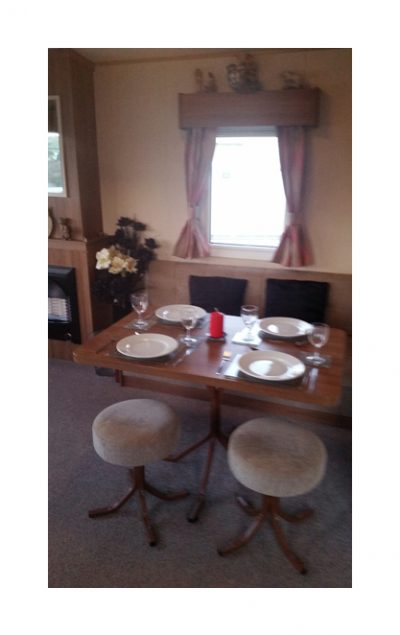 Dining area, 10 Crosswinds, Whitecliff Bay Holiday Park